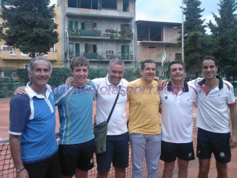 Tennis il c t gioia 39 74 campione regionale cat d2 for Giovanni tilotta