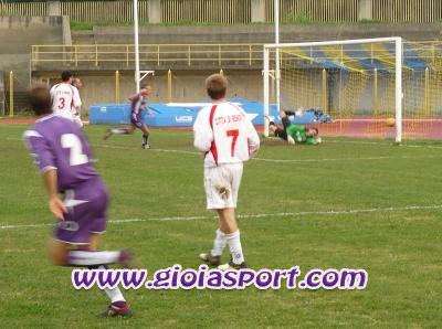 il gol del 2-0 di Alberto Giovinazzo (foto Clemente Corvo)